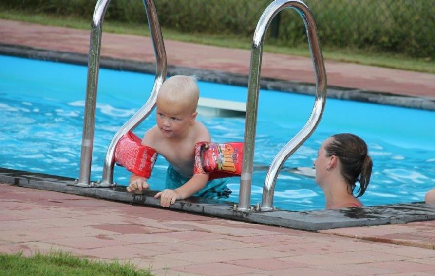 Faciliteiten - Zwembad, peuterbad, zwemmen, vissen, karper, voorn, snoekfietsen, wandelen, speeltuin, sportveld, kano, gratis WiFi