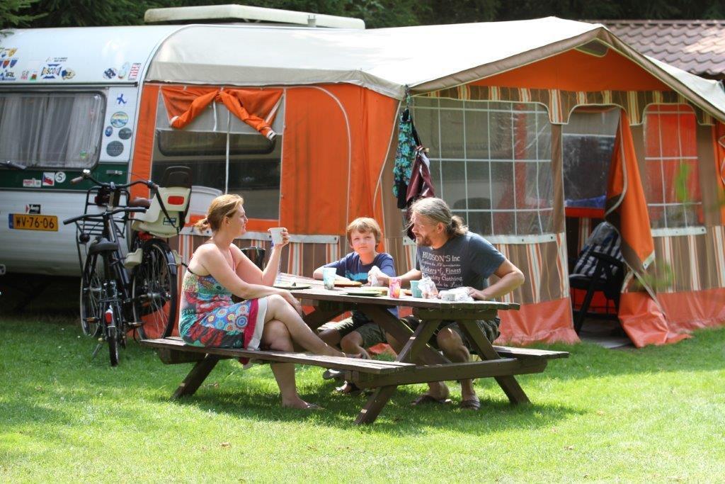 Nostalgisch kamperen op camping De Drenthse Roos in het Reestdal in Drenthe